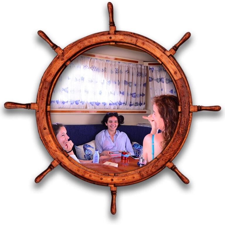 Impatiendo un curso de iniciación al buceo en un barco yate en Tenerife Sur Las Galletas