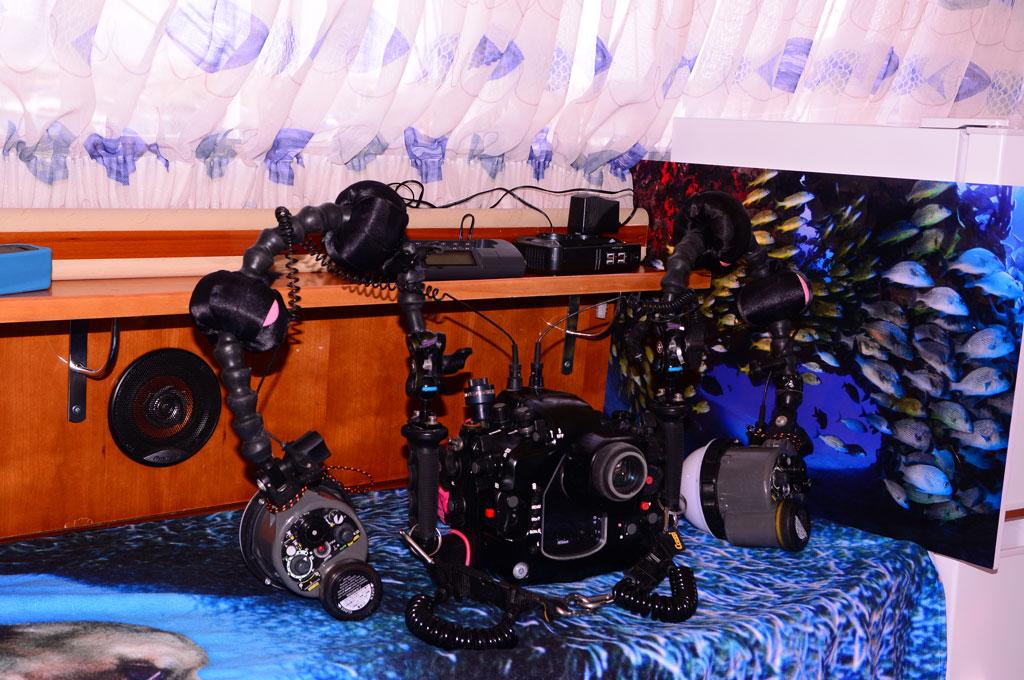 Carcasa de fotografia submarina en barco yate de centro de buceo en Tenerife Sur Las Galletas